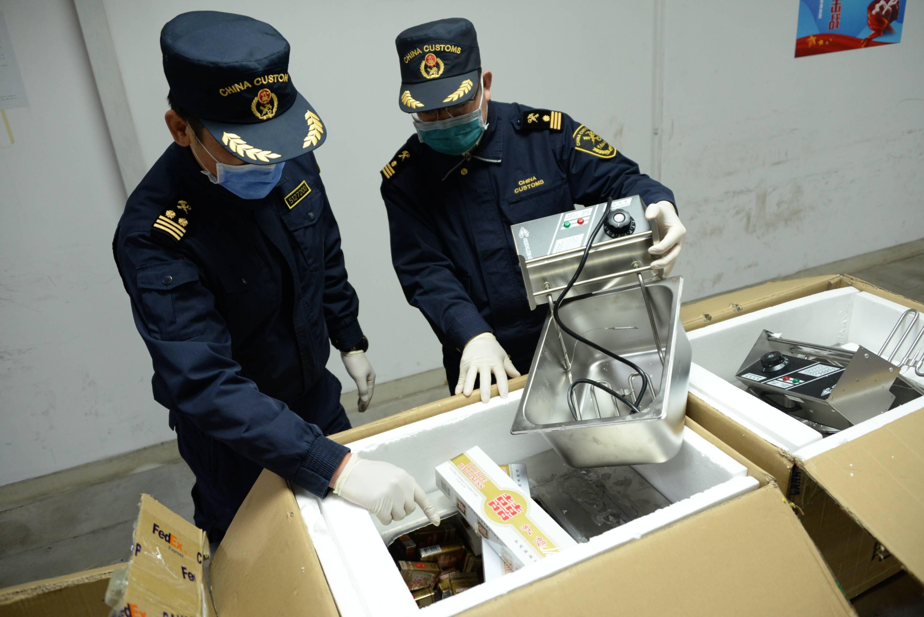"""""""电炸炉""""有诈,广州海关查获3批涉嫌走私出口香烟"""