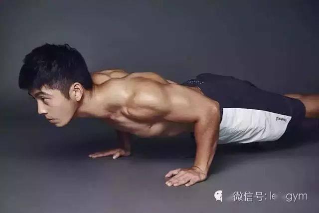 3分钟俯卧撑视频,让他成为健身界的网红一哥