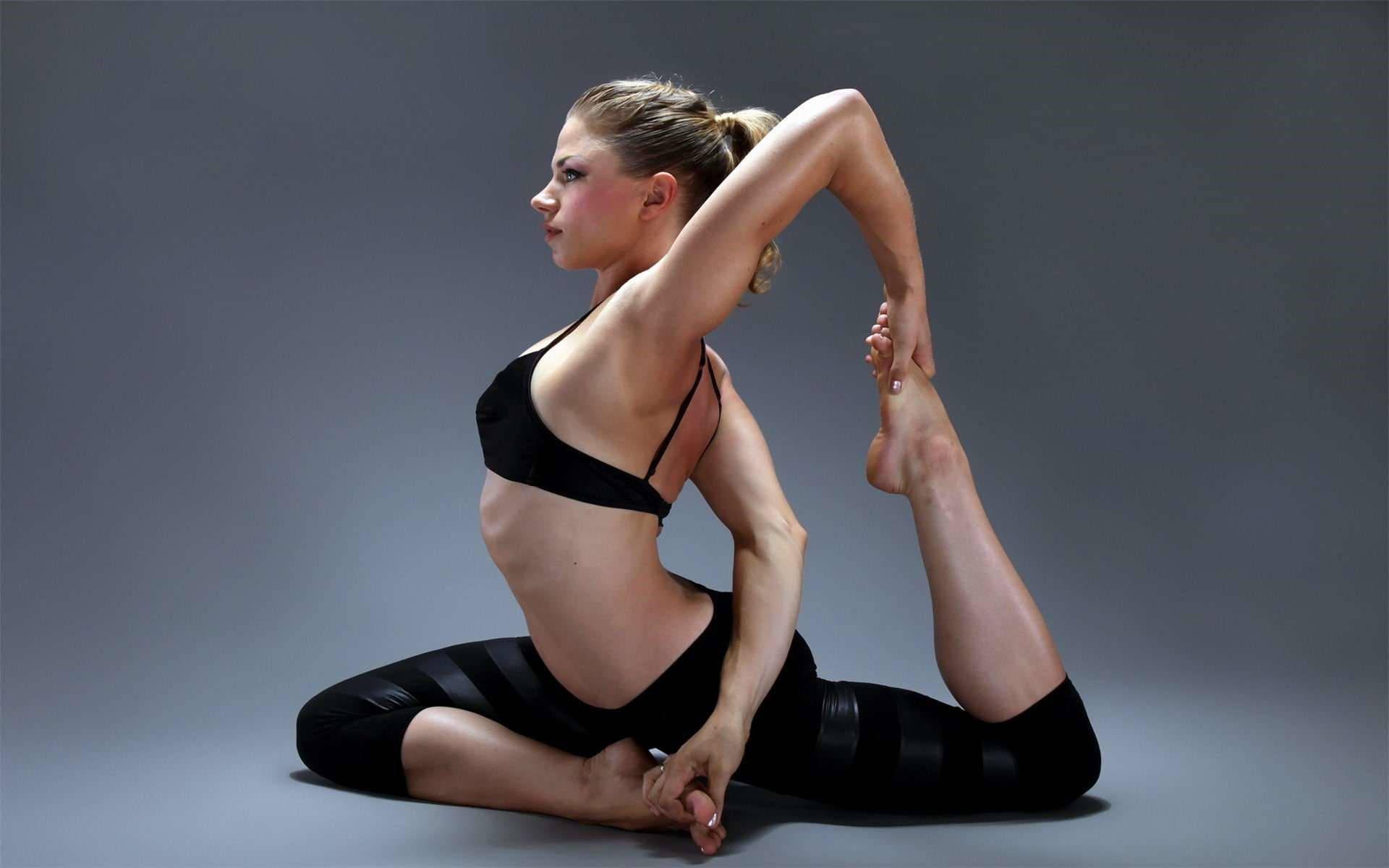 前手臂是一块儿比较小的肌群,想要锻炼它,可以尝试这几个动作_瑜伽