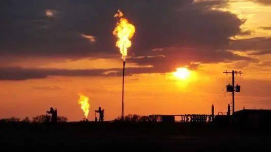 """纽约市长比尔·白思豪呼吁""""彻底放弃化石燃料"""""""