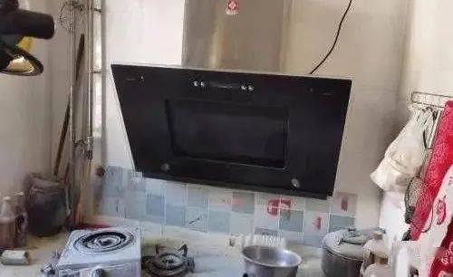 山西:一名女童独自在家做饭,不慎引燃厨房!邻居直言:担心坏了!