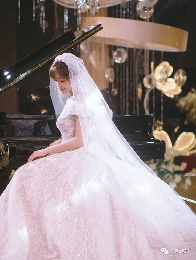 不同体型选婚纱的技巧_贵宾不同体型对比图
