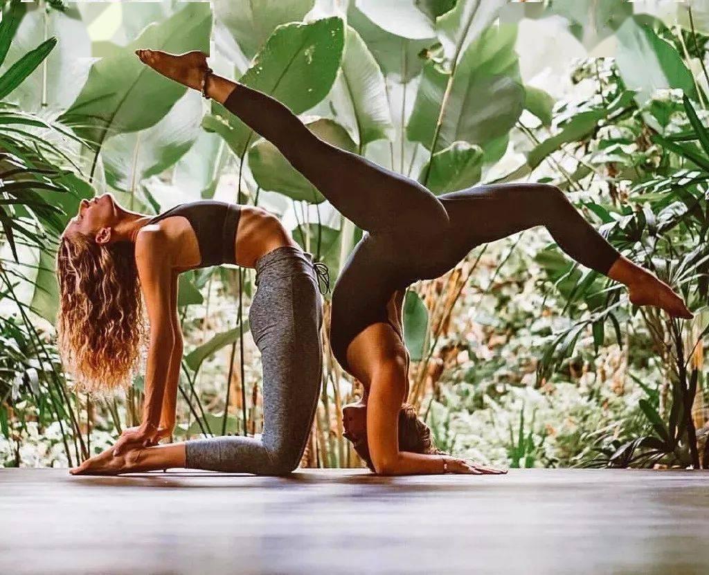 和闺蜜一起练瑜伽,是一种什么感受?
