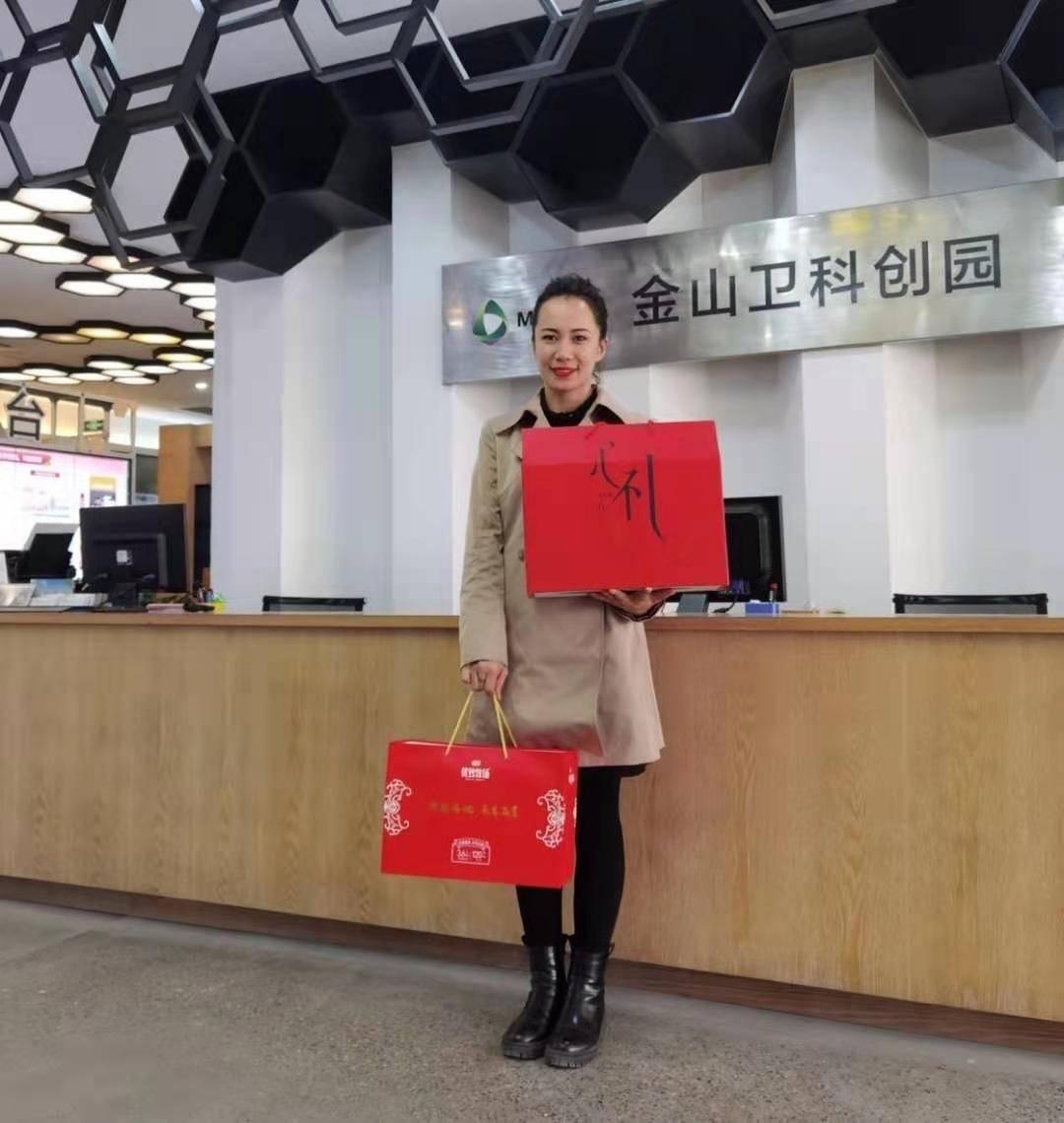 新疆员工很高兴在上海过年