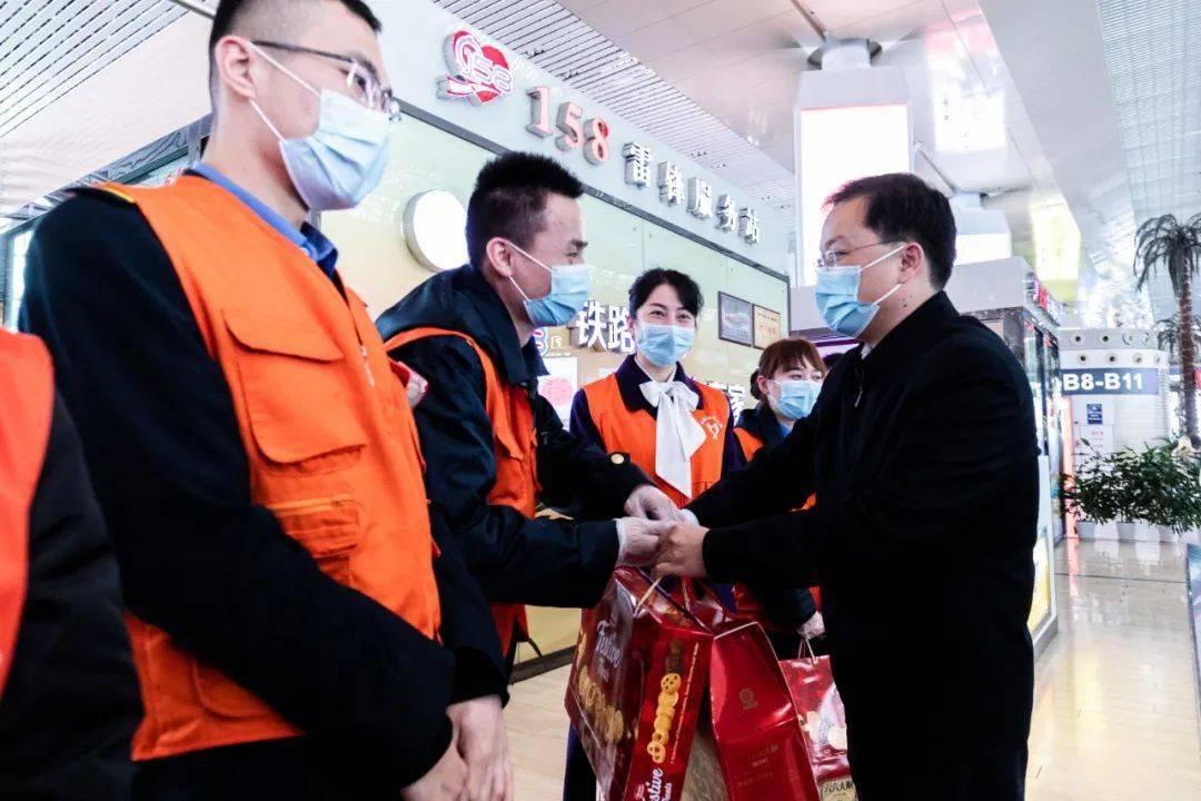 新春慰问行,温暖志愿心——团省委节前赴一线看望慰问青年志愿者