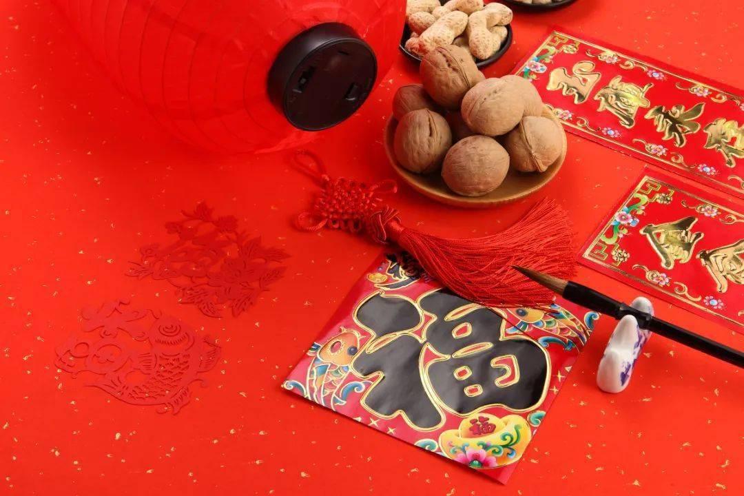 贴春联、放鞭炮...这些春节传统习俗你知道用英语怎么说吗?