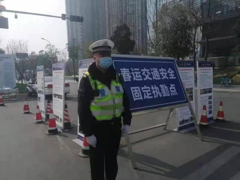 【1017丨热搜】幼童突发疾病,成都交警紧急护送!