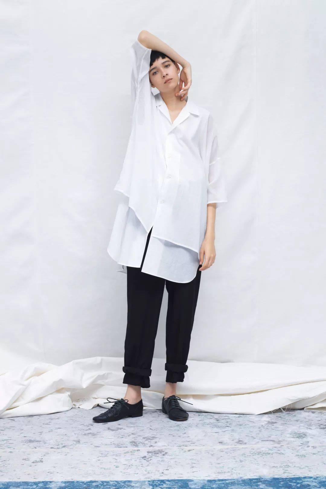 换季穿白衬衫,太太太气质了!