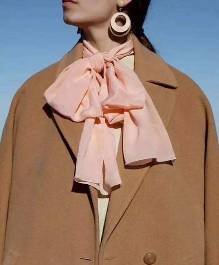 早春最ins的丝巾系法,时尚博主都这么搭