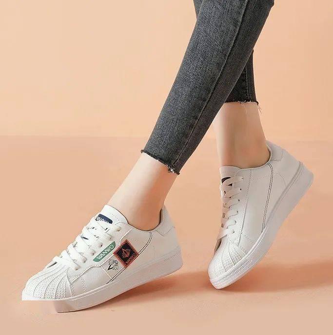 百搭榜C位出道!可搭情侣款的贝壳头小白鞋,隐形增高显腿长!