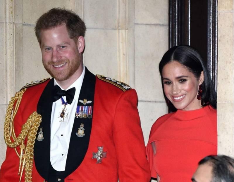 """哈里王子失去王室所有头衔!白金汉宫宣布他""""不再回来"""""""