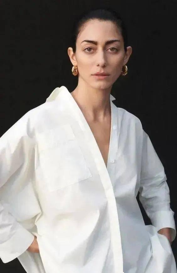 能把白衬穿好看的女生,一定很时髦