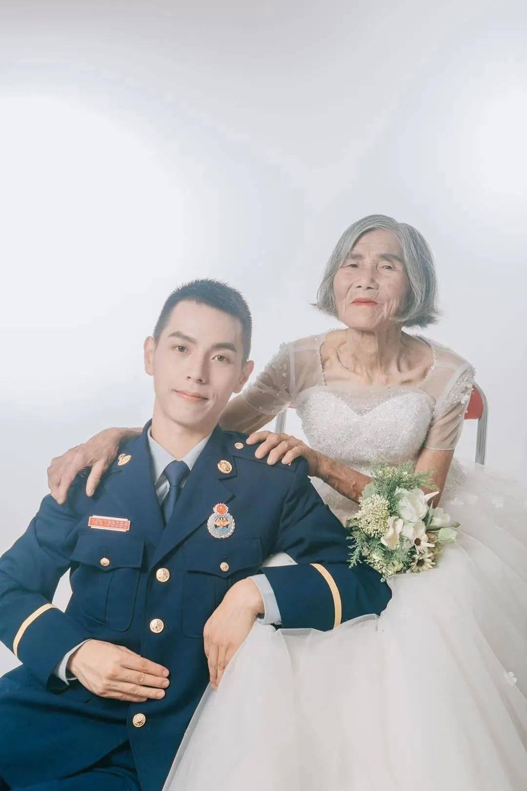 """新华每日电讯:相差61岁的最美""""婚纱照""""刷屏,背后的故事催人泪下"""