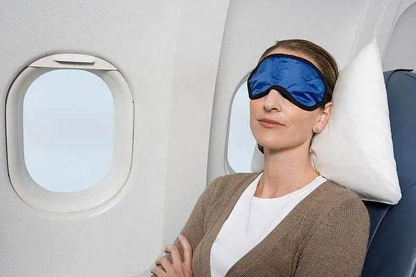 睡觉还是看风景? 这份机上选座指南会让你的旅途更舒适