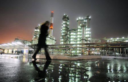 原油亚盘:美油跌破60美元 约150万桶新增供应料冲击市场