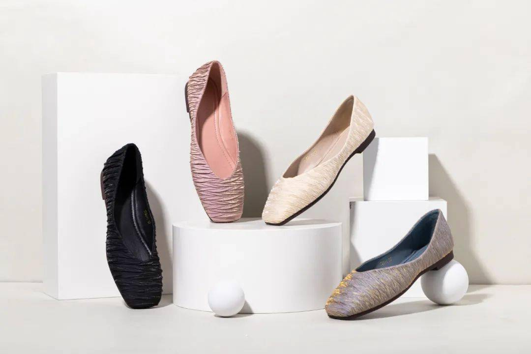 """平底鞋比高跟鞋更顯腿長?這雙""""仙女鞋""""就能做到"""