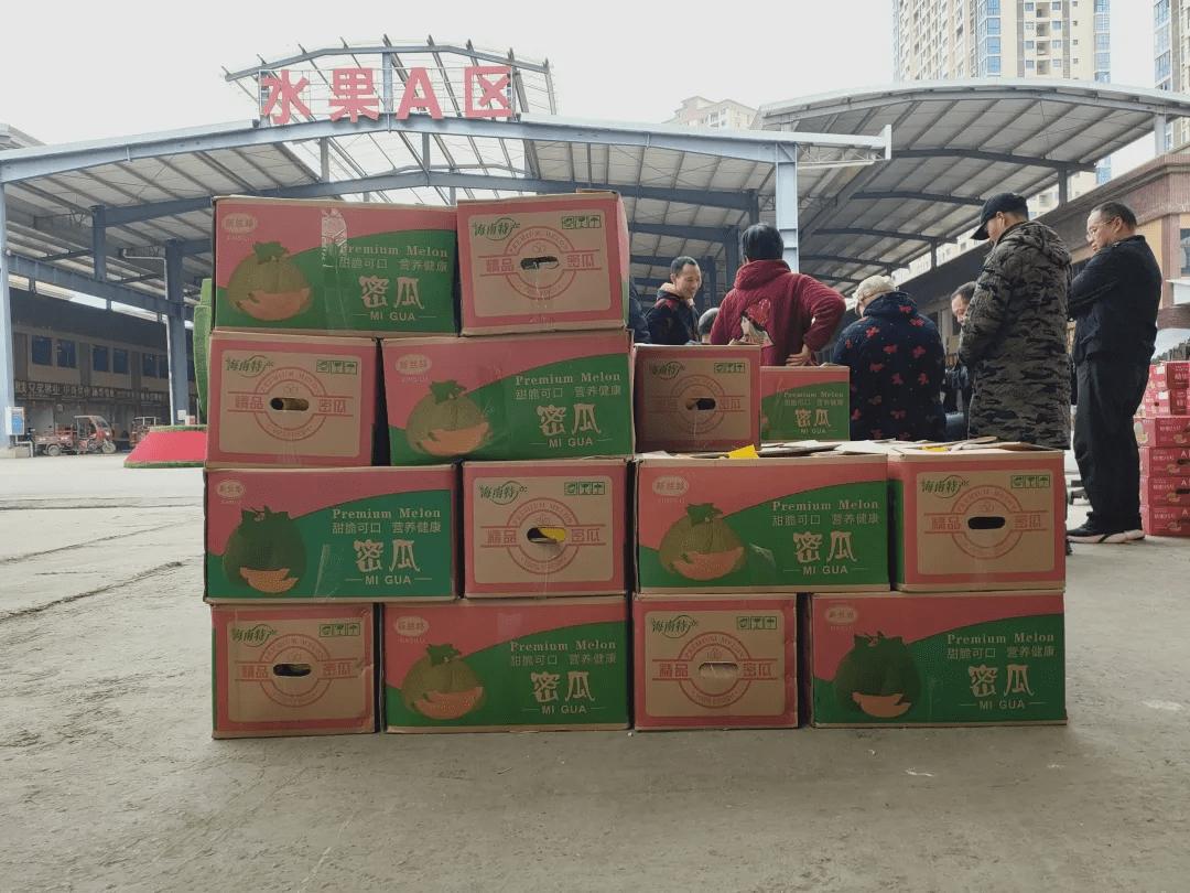 扎心!买一箱苹果,箱龙虎国际网站子竟有6斤重!夹层灌满水