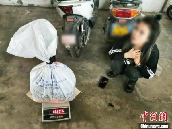 云南畹町边检站查获一起超大毒品案缴毒近12KG