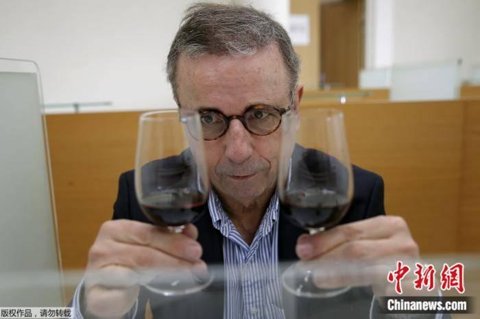 """在太空""""陈酿""""一年的葡萄酒开箱!品酒师这么说"""