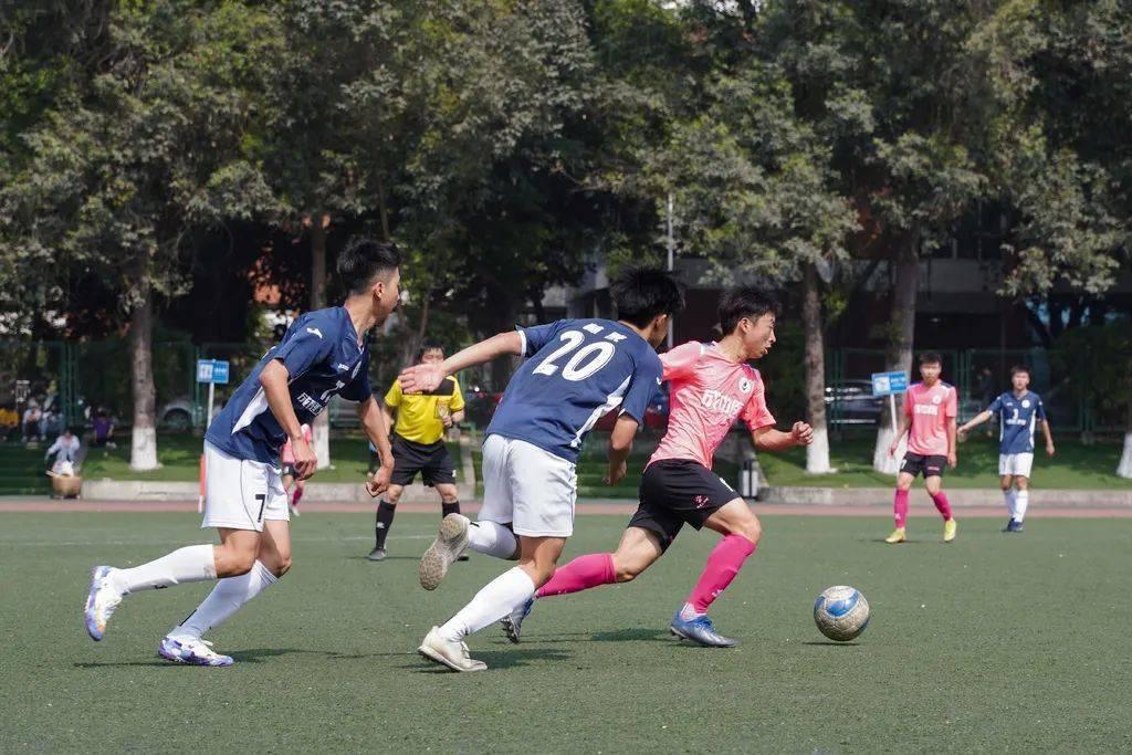 """四川省第一届""""贡嘎杯""""青少年校园足球联赛分区赛(高校组)第一轮比赛顺利完赛"""