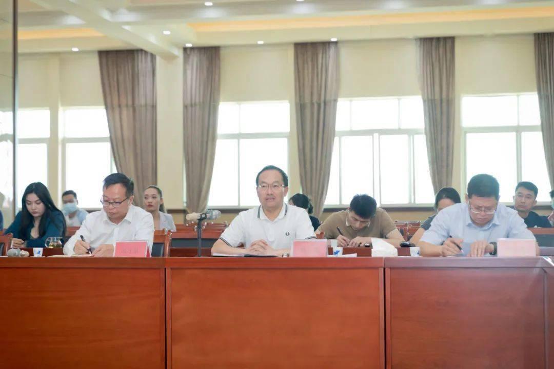 郑艺在勐海县调研茶产业发展时强调 坚持新发展理念 建立标准化体系 构建品牌优质有机高端的西双版纳普洱茶产业新格局