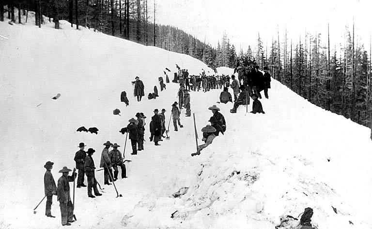 在冰天雪地中修太平洋铁路的华工