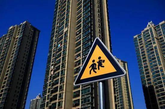 """传闻房价""""腰斩"""",上海学区房不吃香了?"""