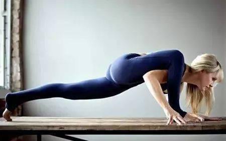 1 个瑜伽体式强烈开髋,比趴青蛙更直接有效!_蜥蜴