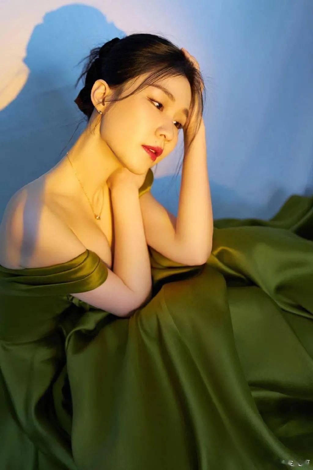 和李佳琦CP感满满,在红毯上艳光四射,金靖的美毫不逊色其他女星!