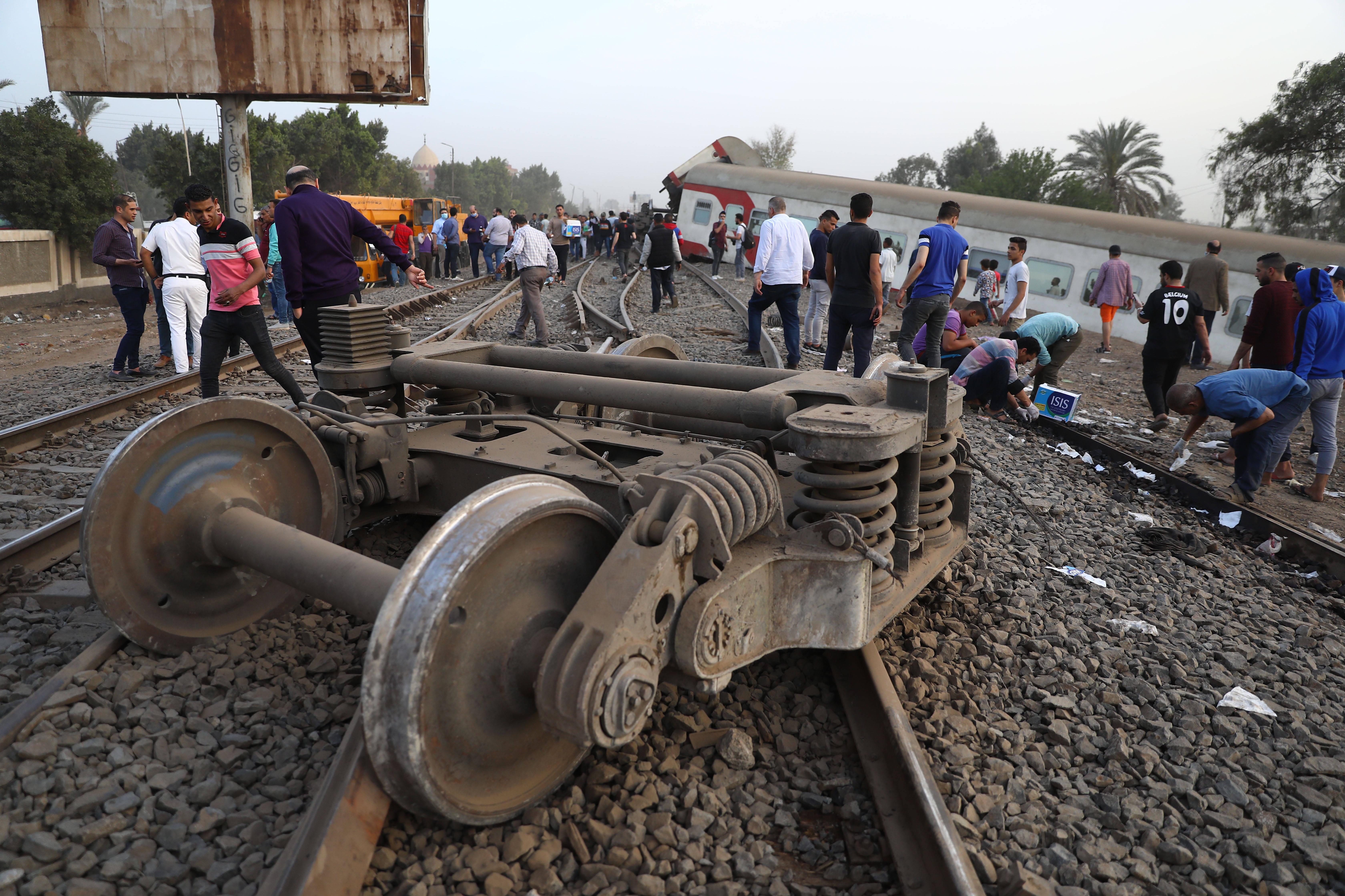 埃及列车脱轨事故造成至少11人死亡