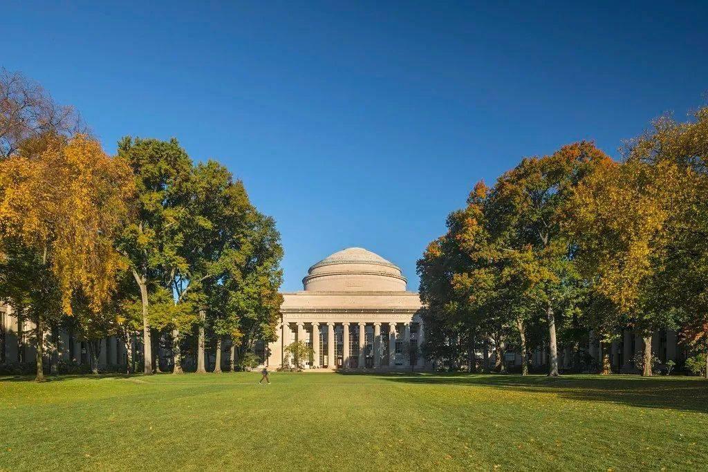 2022留学,IB学生该申请英国大学还是美国大学?