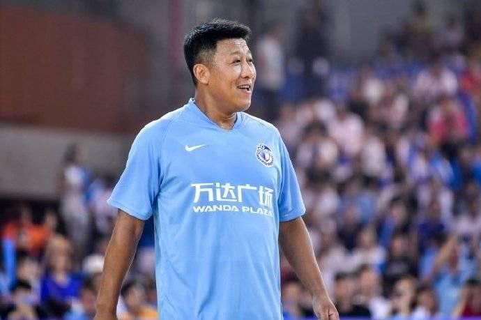 """从足校到国家队都是队长,征战世界杯是生涯巅峰,""""黑子""""张恩华一路走好"""