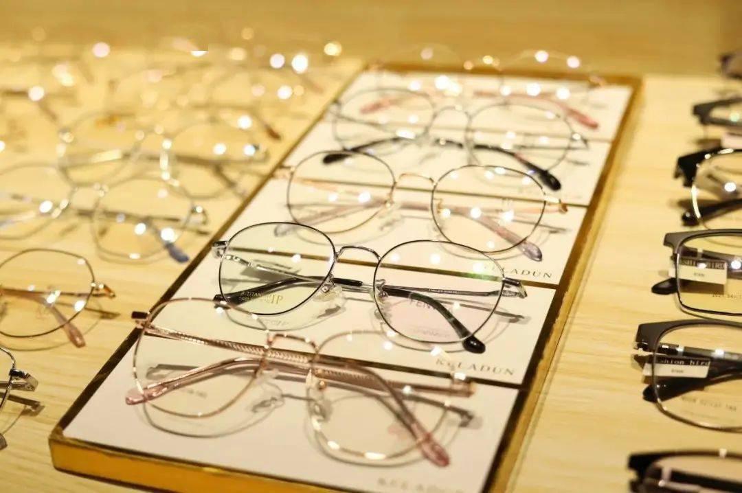 划算!郑州这里99元就能配防蓝光眼镜,1000+款镜框随便挑!假期就走起!