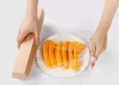 保鲜膜除了保存食物外,还可以这么用,学到了!