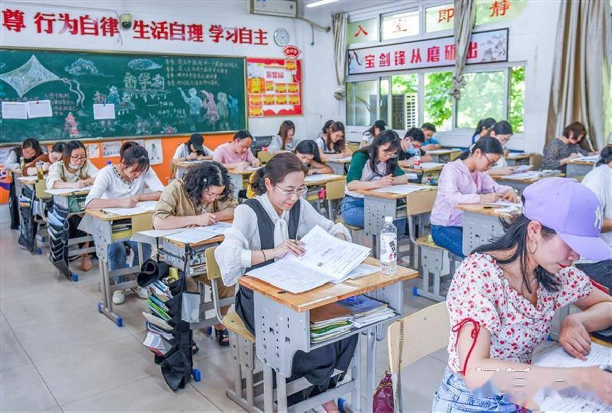 武汉600多名初中老师同做中考题,一半数理化老师奋战到最后一秒