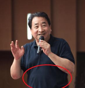70岁姜昆罕见与于谦同框,与德云社和解了?