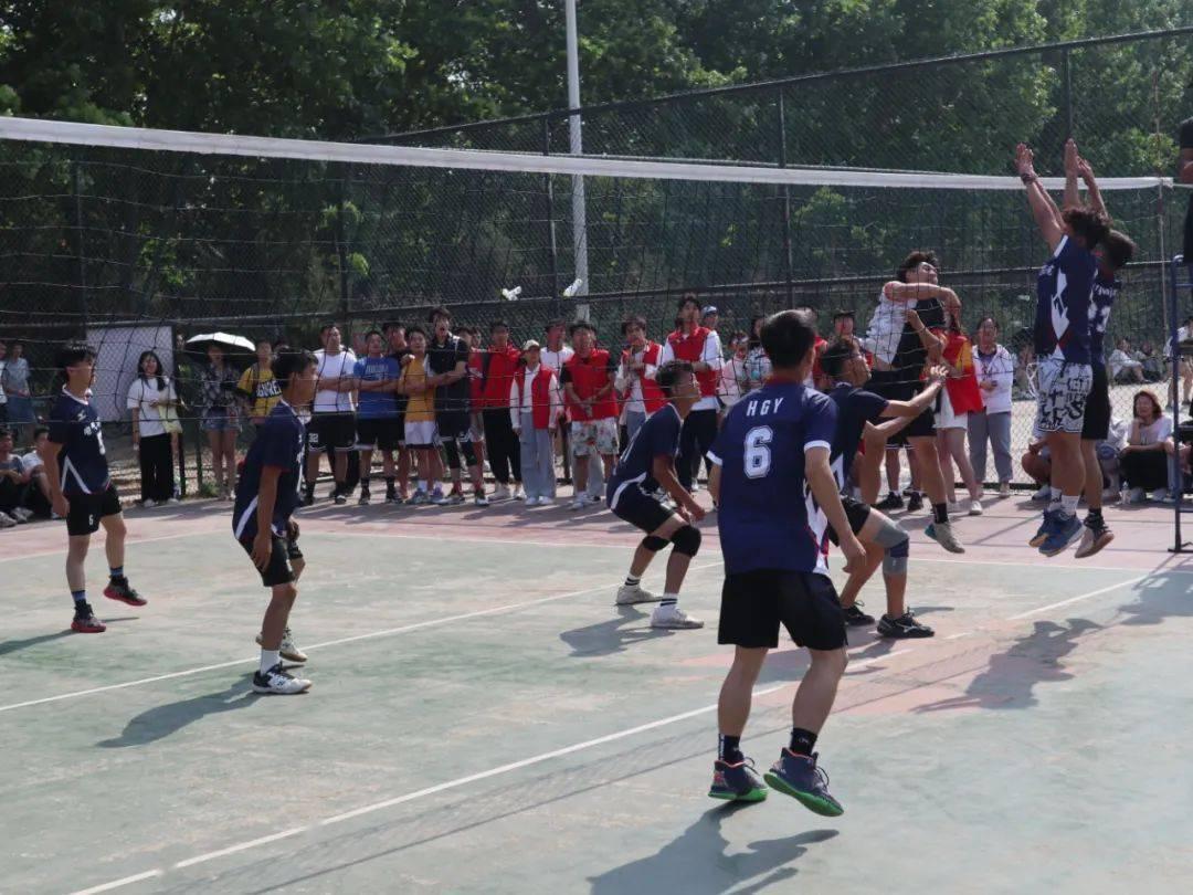 电气学院学生男排团队在阳光体育节荣获冠军