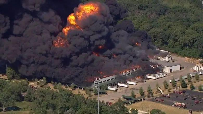 """巴菲特重仓的化工巨头发生工厂爆炸,当地消防局:""""我们决定放弃灭火"""""""
