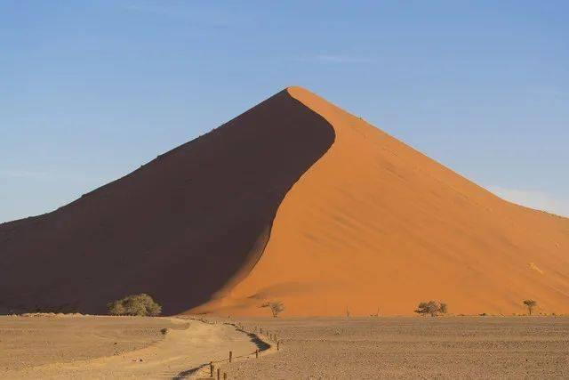 325米!沙漠中的沙丘高低起伏,但从没见过这么高的!