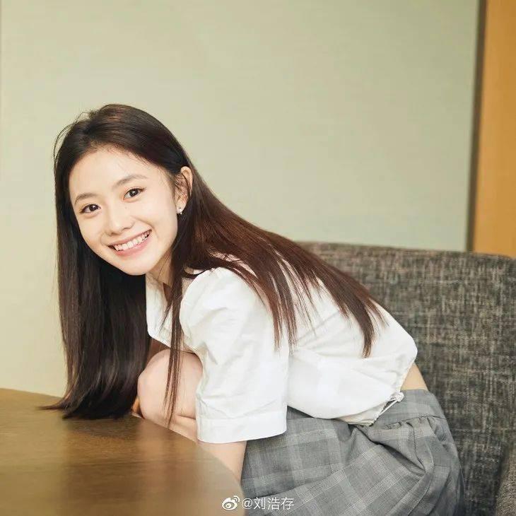 微博里的刘浩存是什么绝世小可爱!