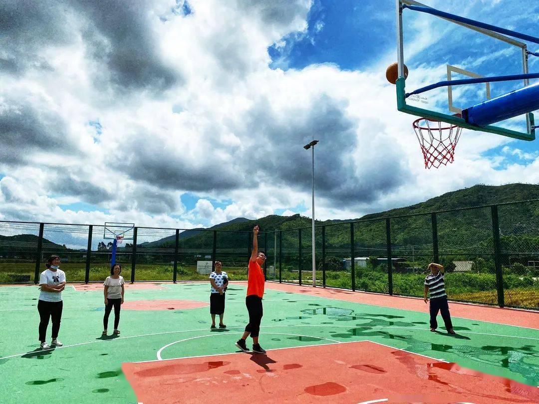 你也可以申报!斗门这个20多年的破旧篮球场华丽升级!