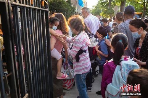 纽约市公校开课华人家长陷两难 支持返校但忧心疫情