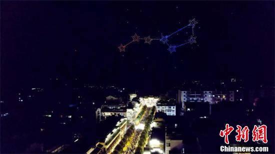 武当山:500架无人机空中绚丽展演