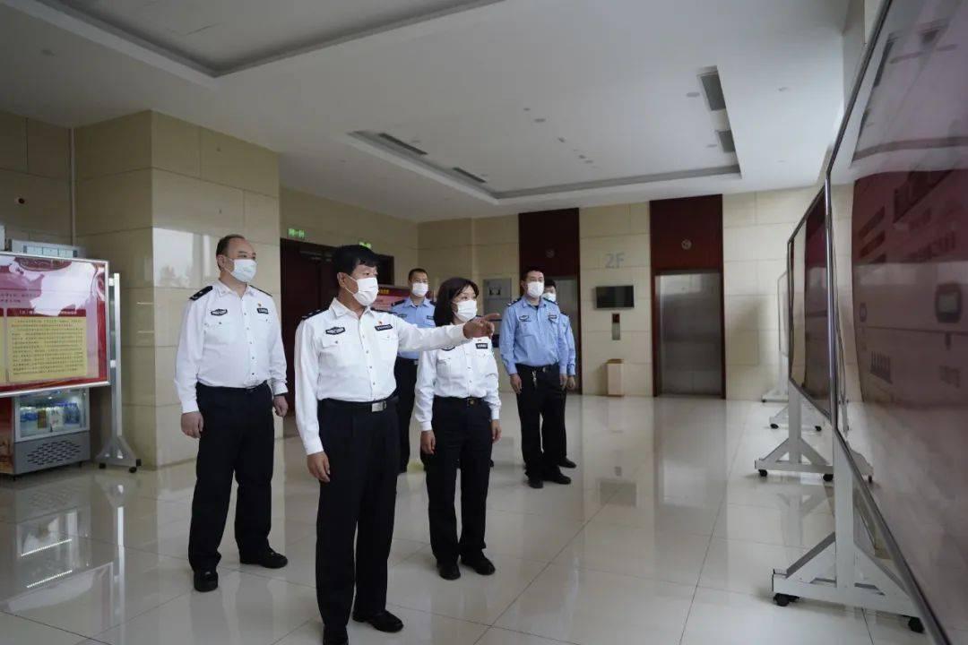 天津市公安局特警总队组织参观法治思想宣传展