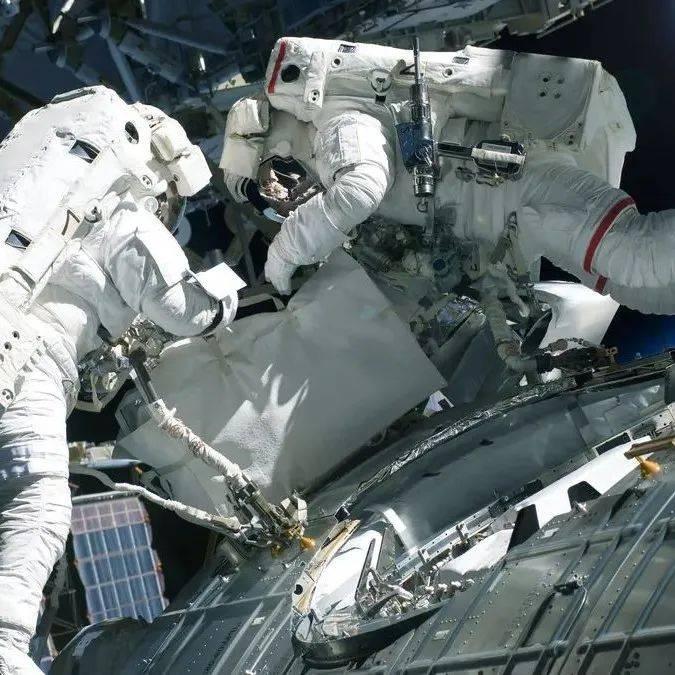惊险!首个太空电影摄制组准备返回地球,启程前国际空间站曾在太空中失去方位半小时