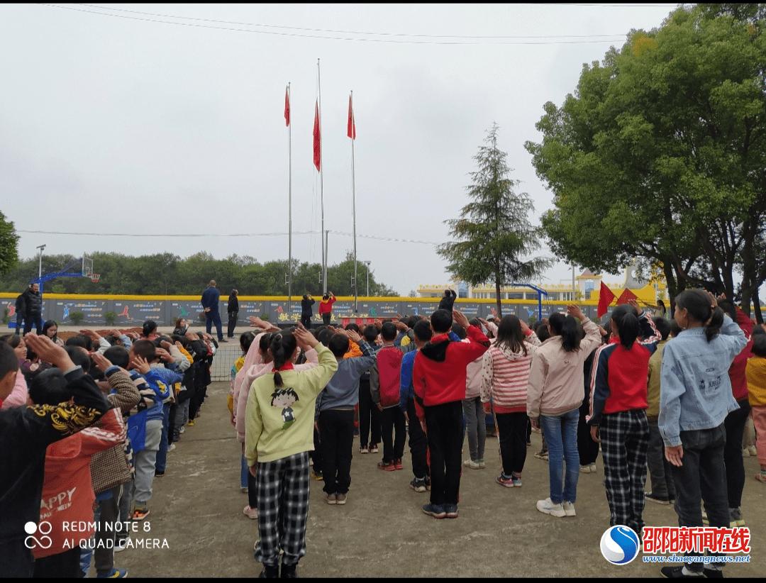 邵阳县长乐乡四联完小举行少先队新队员入队仪式